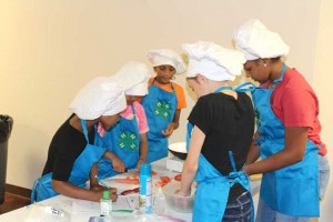 Zaronica Perkins, Tam'ara King, Layla Edmonds, Josie Hemmer and Michelle Williams chop tomatoes for their dish.